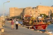 Limandan Girne Kalesi'ne bakış